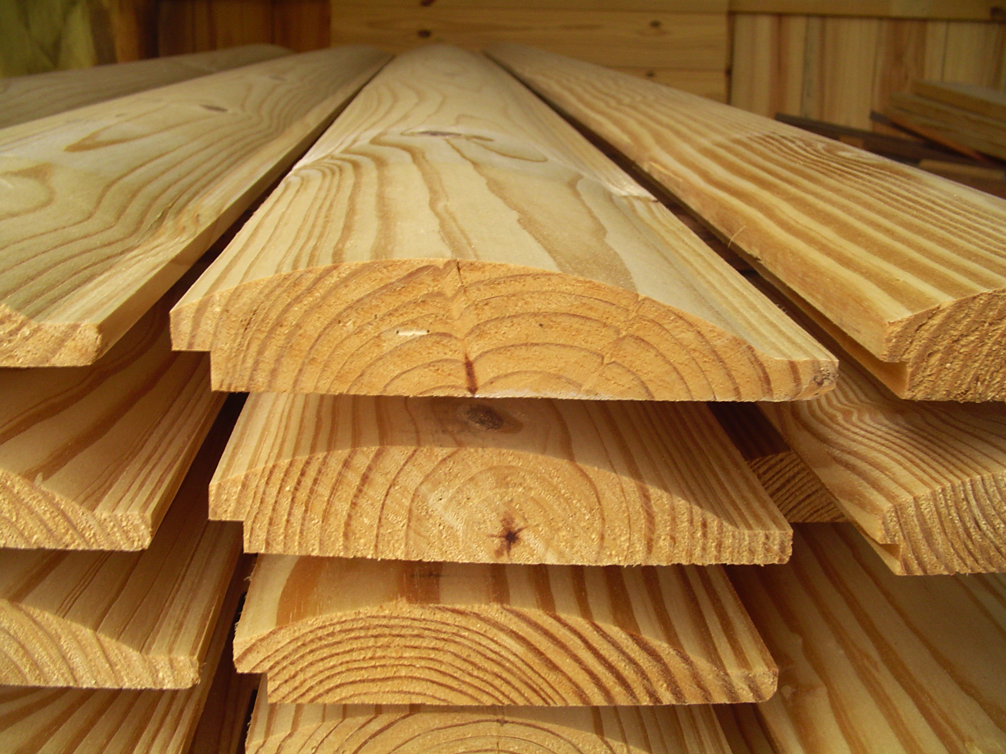 "Log Wood Siding ~ This sawmill owner s solution to today tough economy ""i"